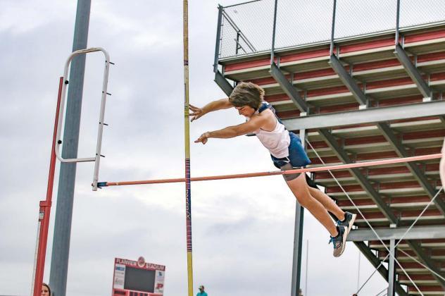 Simon soars to new heights